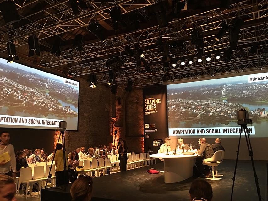 Mesa redonda con expertos en urbanismo