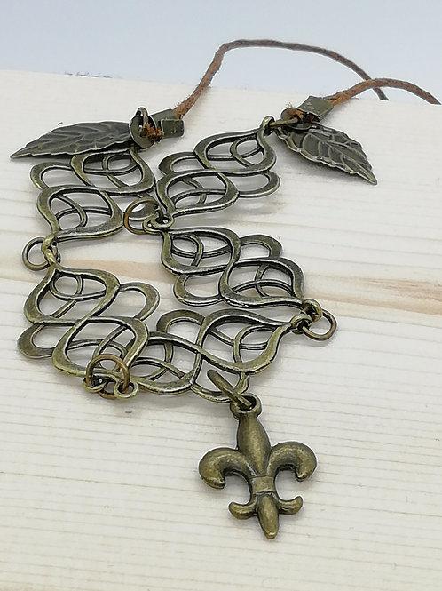 Necklace - Antique Brass Loop Leaves Fleur de Lys