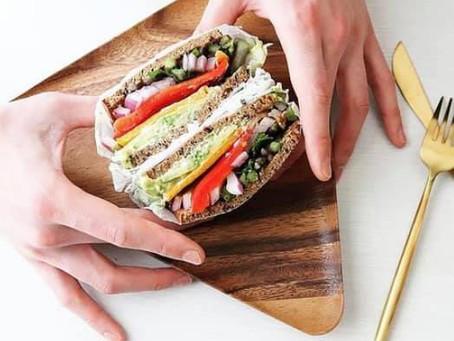 【レシピ付き】タンパク質も取れる、ライ麦パンのVEGANサンド