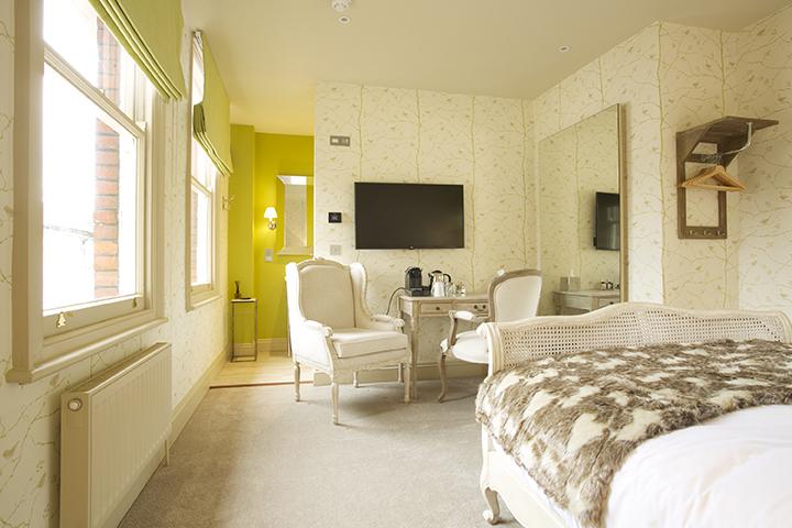 bunbury-bright-room