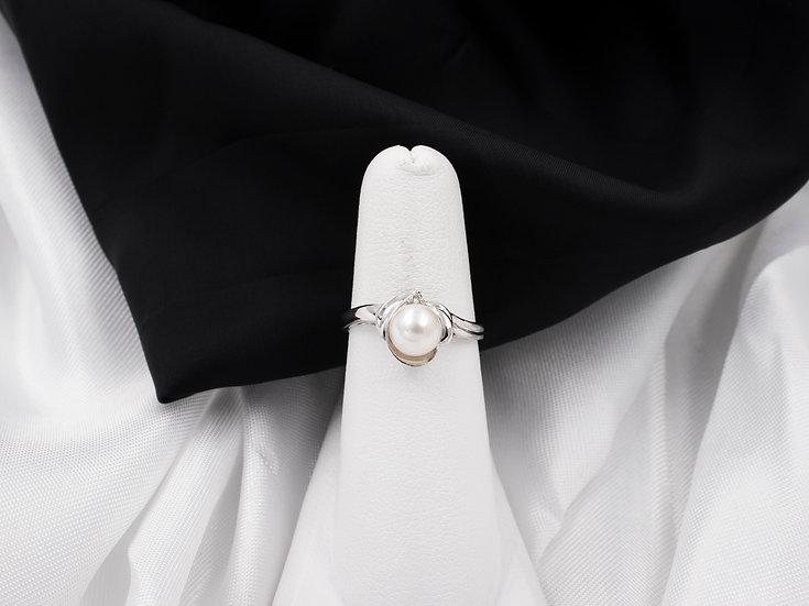 14K White Gold Pearl Diamond Ring