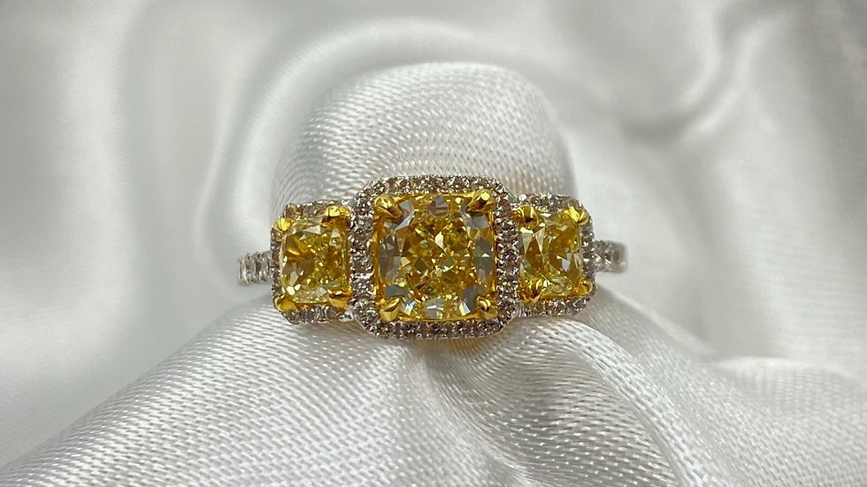 18K White Gold Yellow Cushion Cut Diamond Engagement Ring