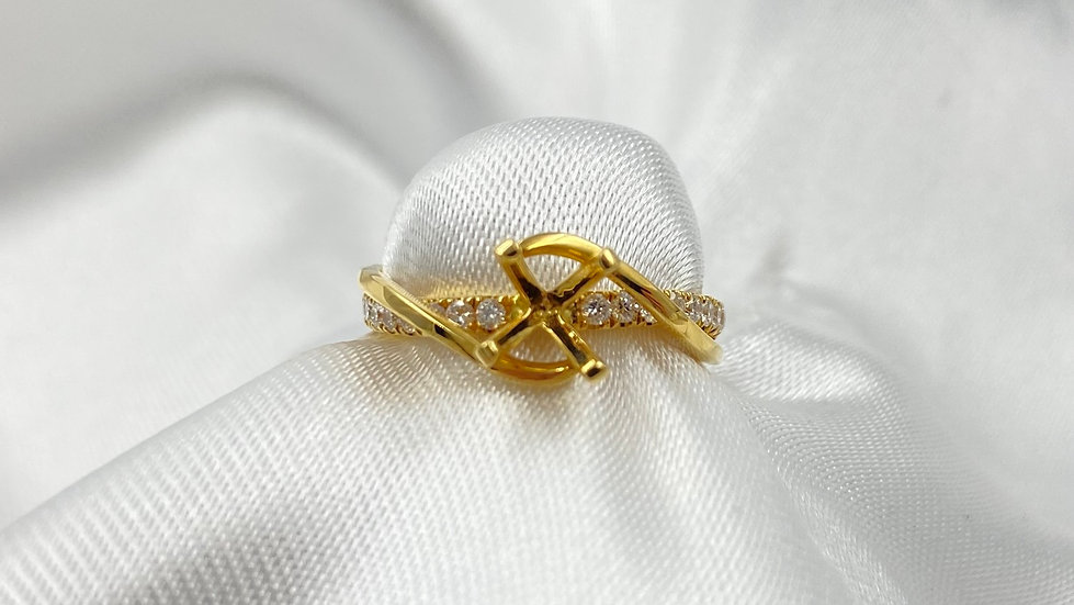18K Yellow Gold .23cttw Round Diamond Semi Mount
