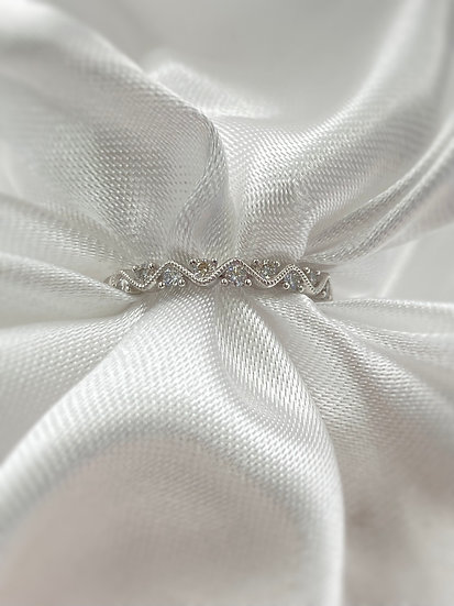 14K White Gold .28cttw with 11 Round Diamonds stackable band