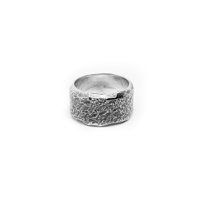 """""""Martelé Large"""" Ring"""