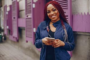 black-girl-in-a-city-286X5DP.jpg