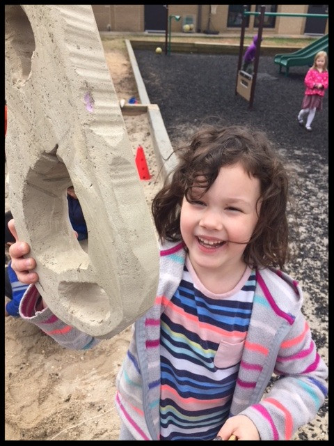 The Crayon Kids and the Building Blocks Kids Went on a Dinosaur Bone Hunt!