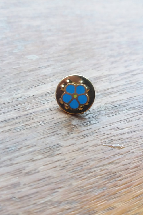 Three scottish soldiers forget me not pin