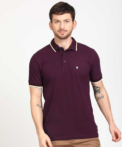 Man T-shirt maroon