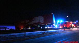 Lastbil i glatføreruheld spærrer sydmotorvejen