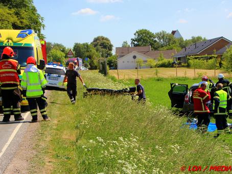 Bil kørte ud over skrænt i Vallensved - en kvinde kom til skade