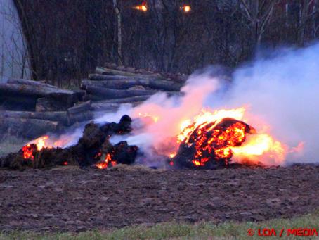 Brændende landbrugsredskab viste sig at være kontrolleret afbrænding af halm