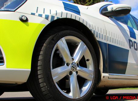 To anholdt i stjålet bil med afmeldte nummerplader