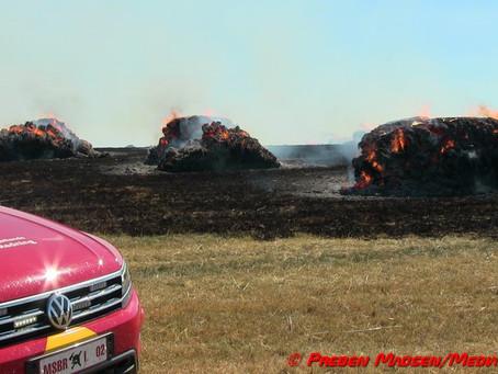 Bigballer brændte på en mark ved Herlufmagle