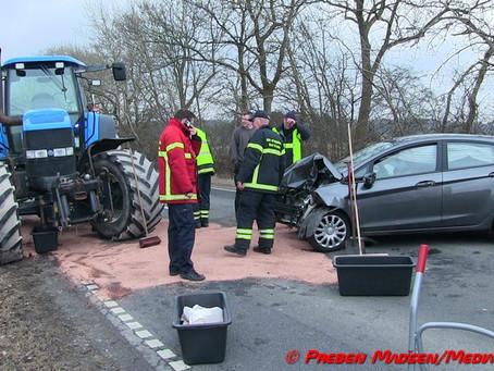 Bil ramte stor traktor på Rejnstrupvej ved Fuglebjerg