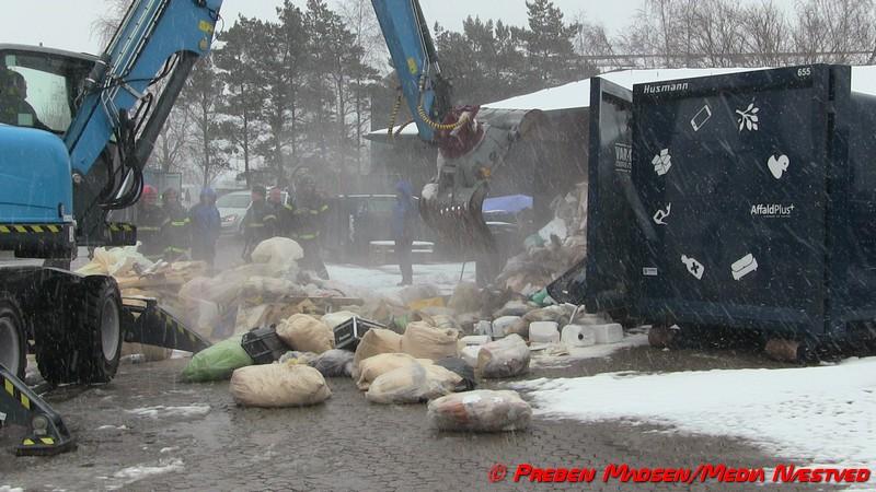 2018-03-29-Brand-Genbrugsstationen-Naestved-PrebenMadsen-00001