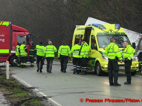 Kassevogn ramte træ: 30-årig ukrainsk chauffør afgået ved døden
