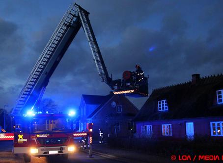 Skorstensbrand i stråtækt hus i Køng