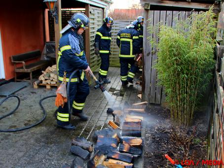 Brand i brændeskur på Hjortøvej