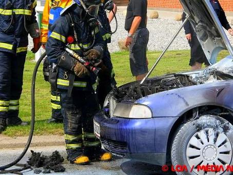Bilbrand i sommervarmen i Karrebæksminde