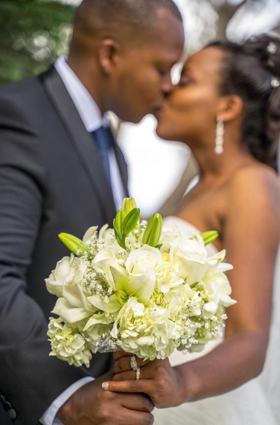 San Diego Wedding Photography, Bouquet anda kiss