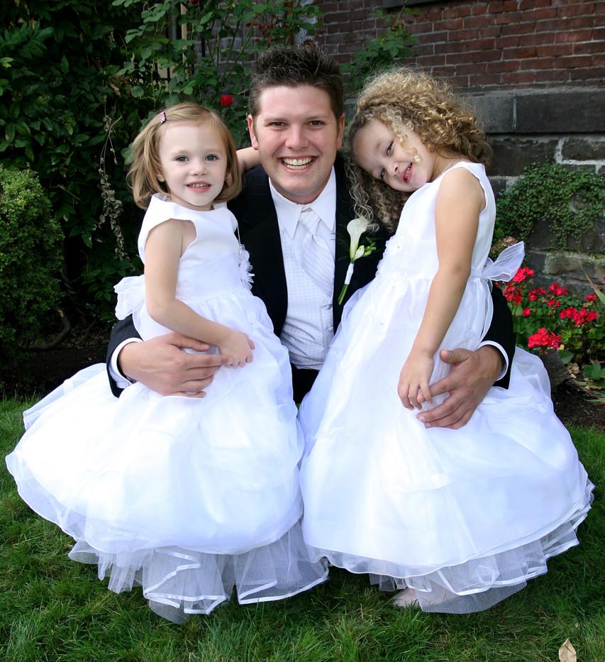 San Diego Wedding Photographer, IDMphotos, Groom and Flower Girls