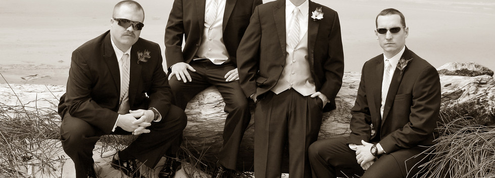 Groomsmen and Groom Wedding Pictures San