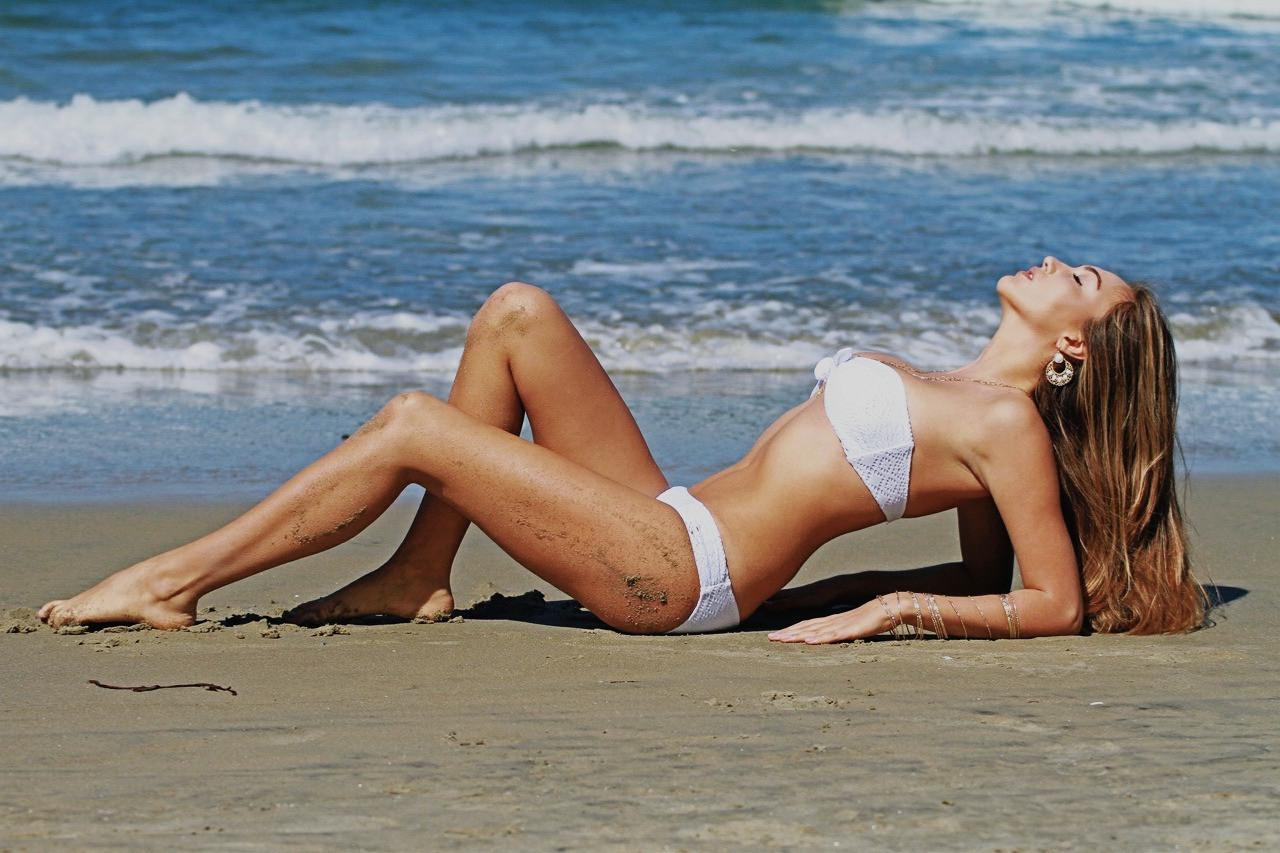 White Victoria Secrets Bekini Model Phot