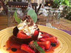 Mousse chocolat blanc, coulis fraise