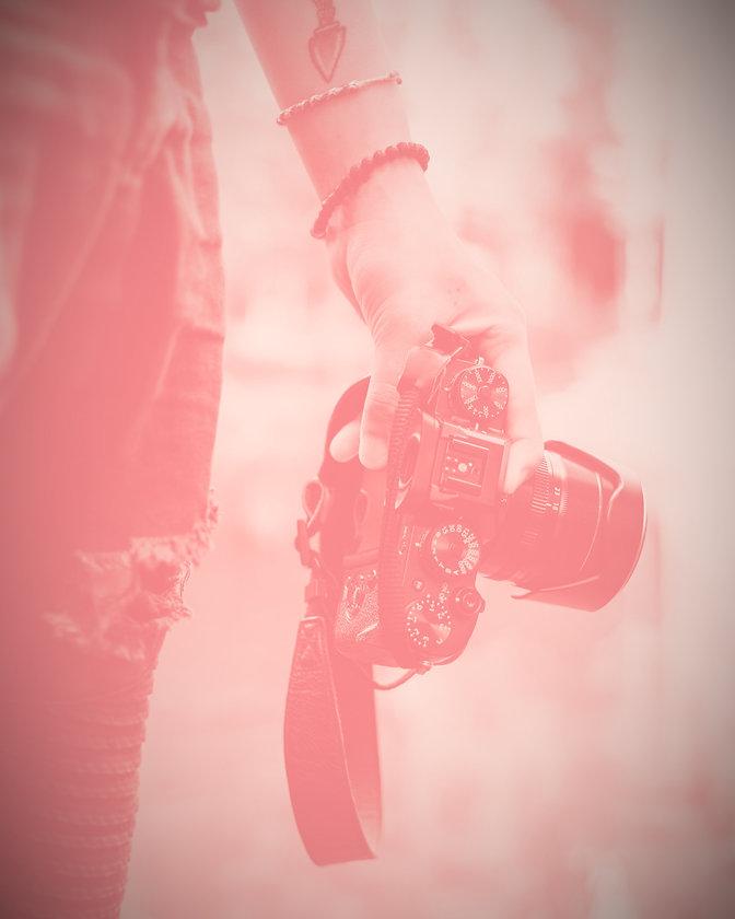 Holding%2520a%2520film%2520Camera_edited_edited.jpg