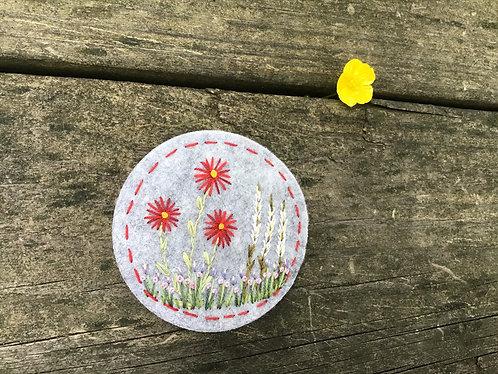 Red daisy flower magnet