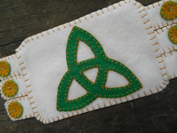 Trinity Knot Mug rug