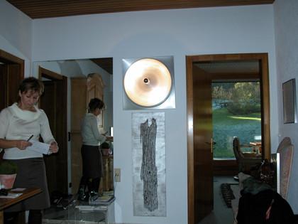 abstrakt painting, wood on wood and metall lamp as instalation by Emina Katarina Kronburger, Picassolina