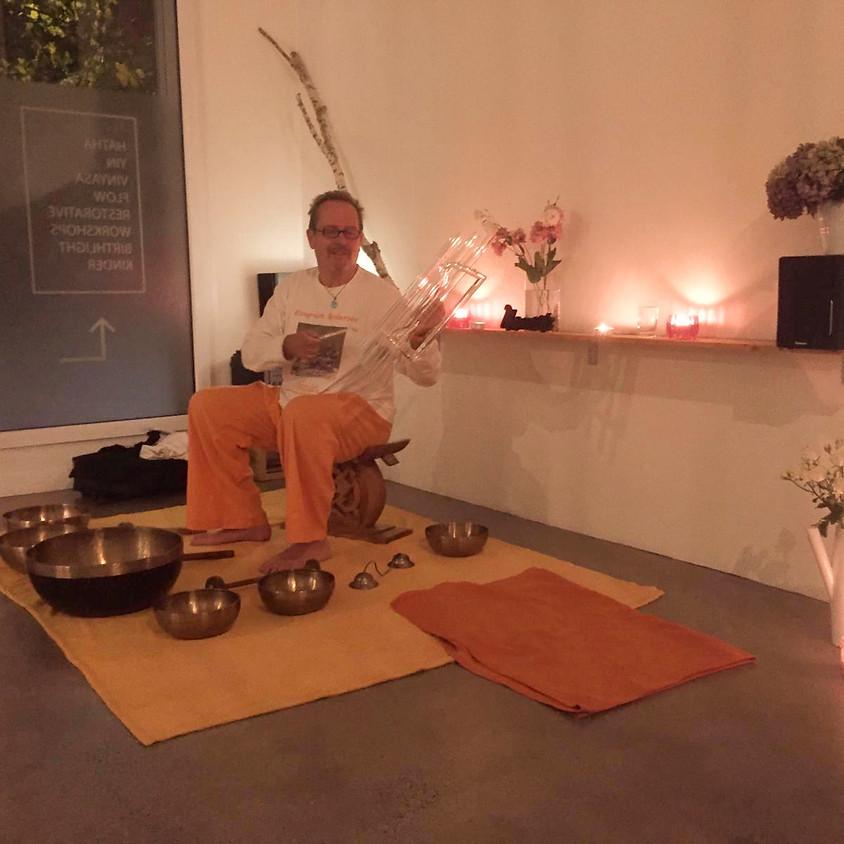 Yoga & Klangschalen mit Stefan Pons & Claudia Cadonau