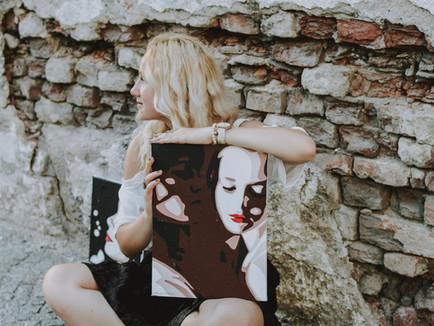 """I transfer feelings to the others through art"" • Klaudie Švrčková"
