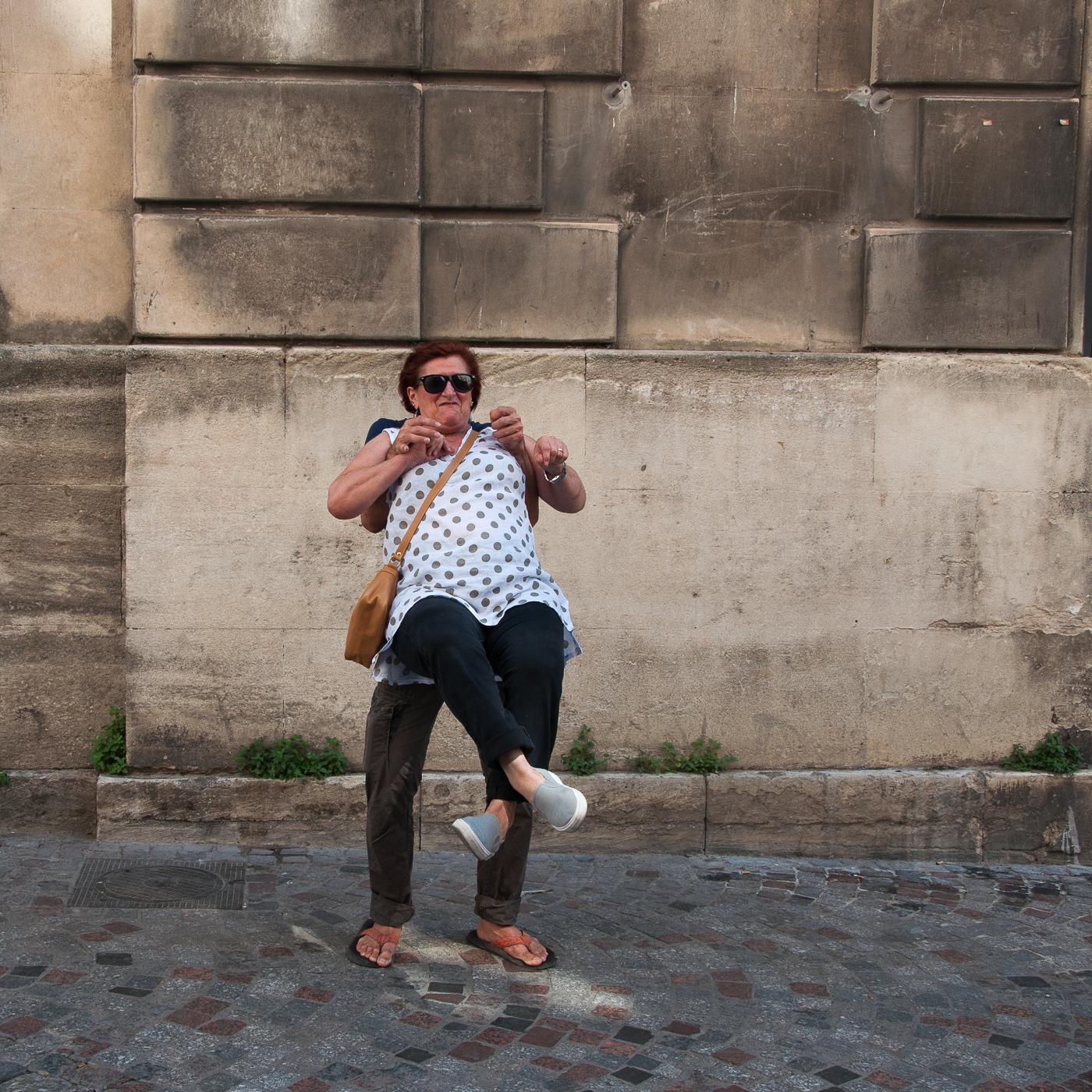 Arles_2015_-_Pieds_croisés