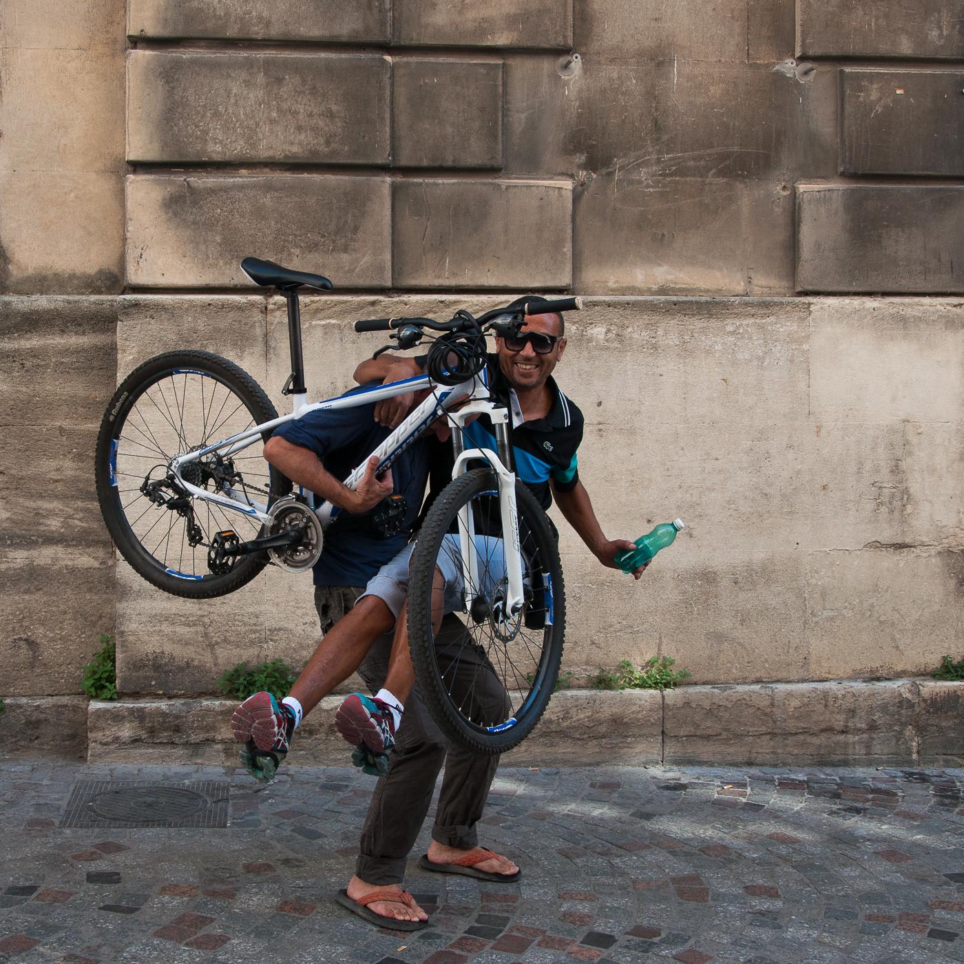 Arles_2015_-_Cycliste_équipé