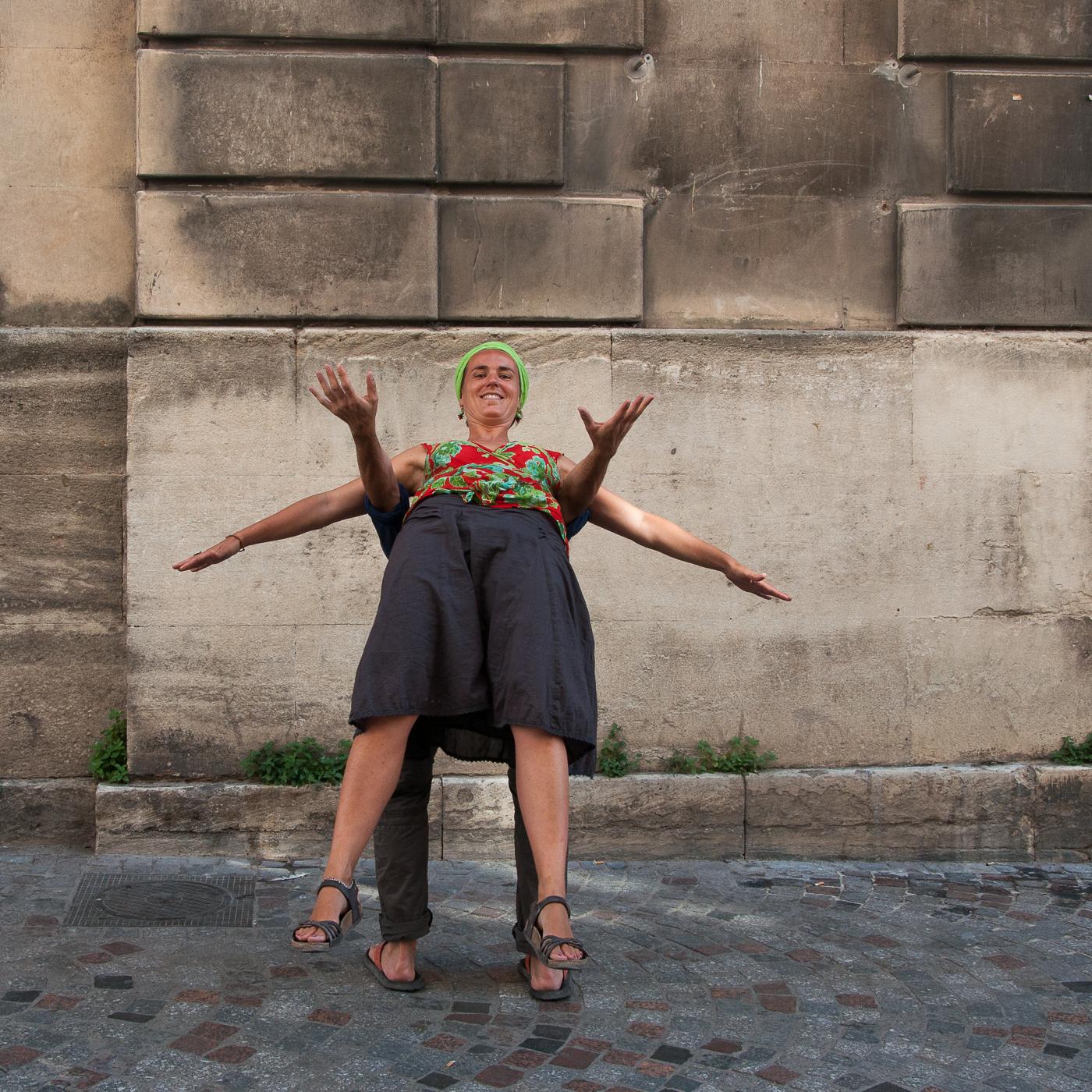 Arles_2015_-_La_géométrie_des_bras