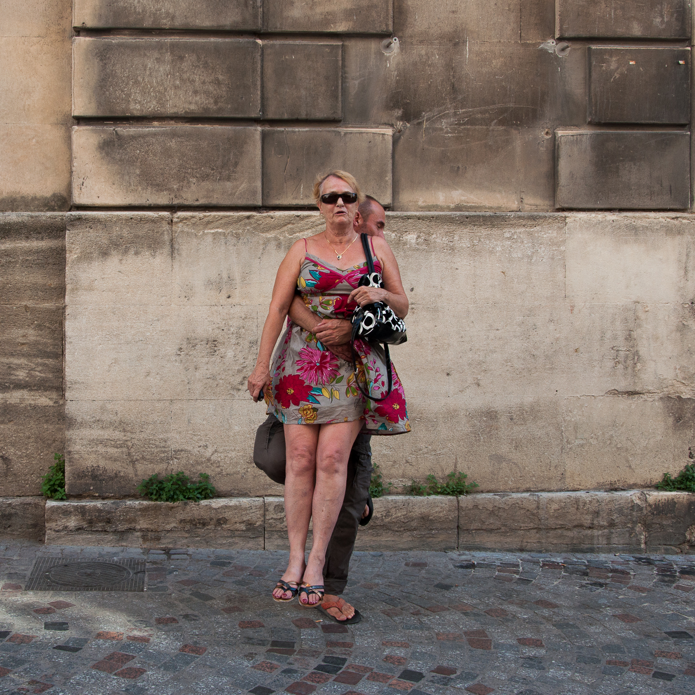 Arles_2015_-_Lévitation_des_fleurs