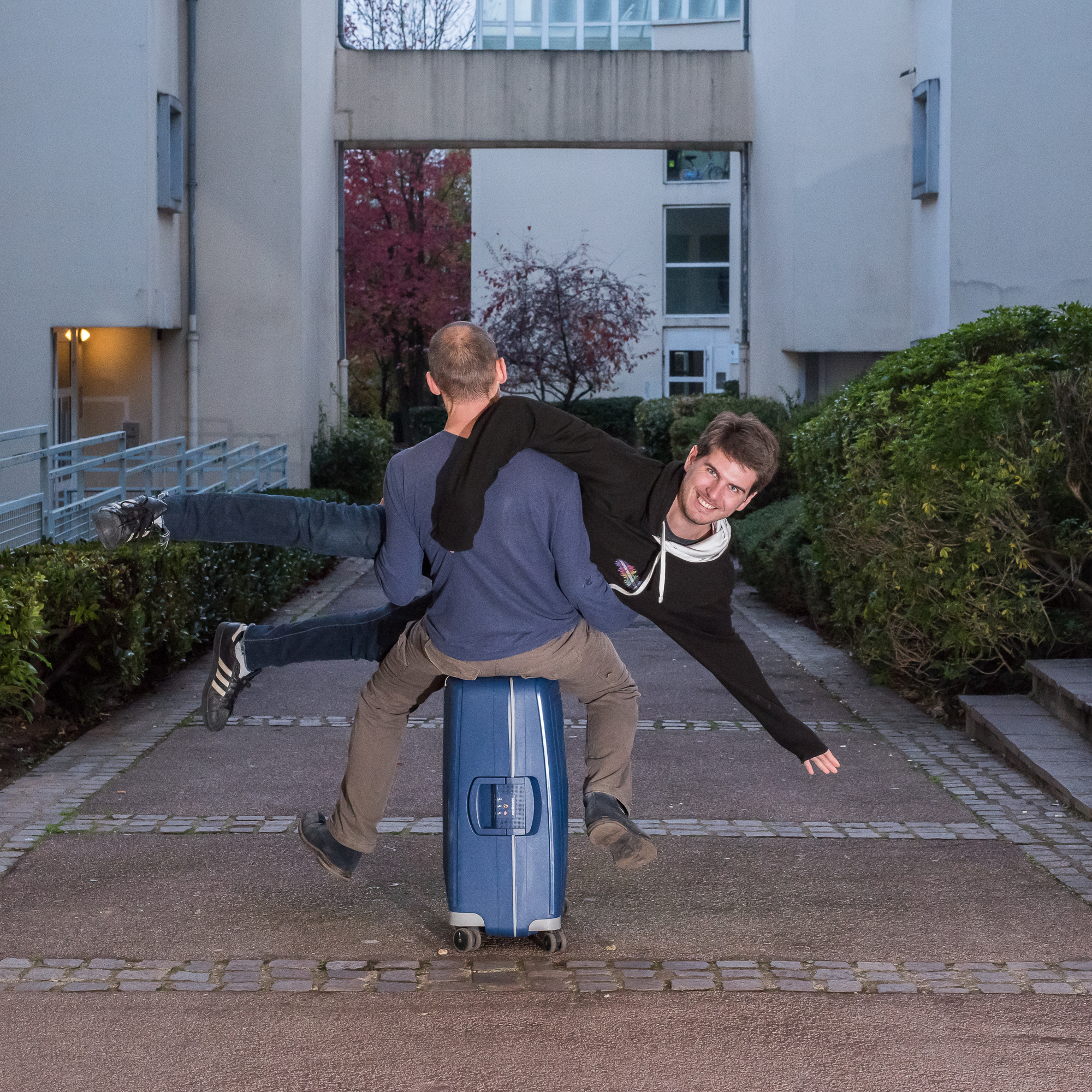 Roulettes - valise bleue
