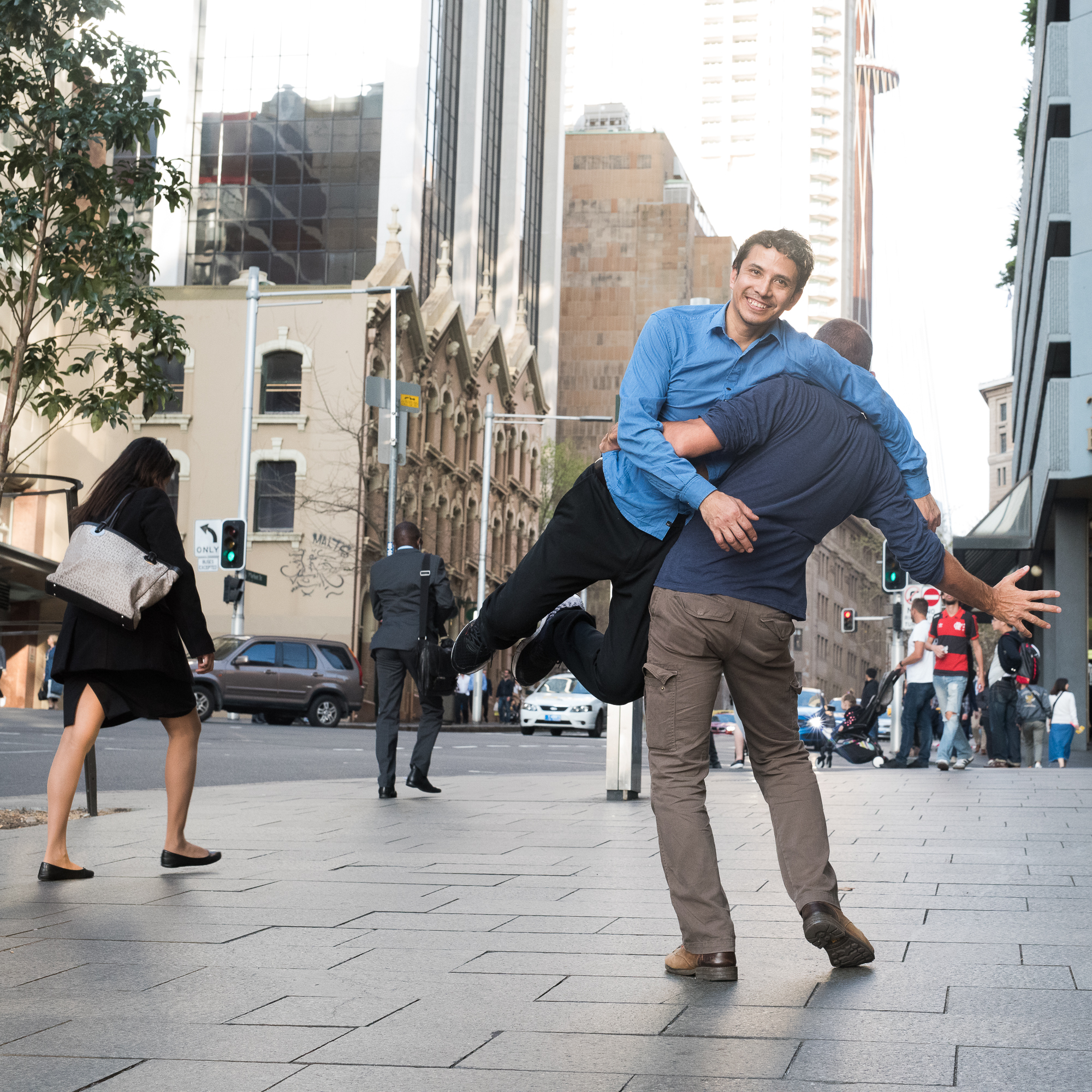 Street Sydney - With a girl and a grey bag