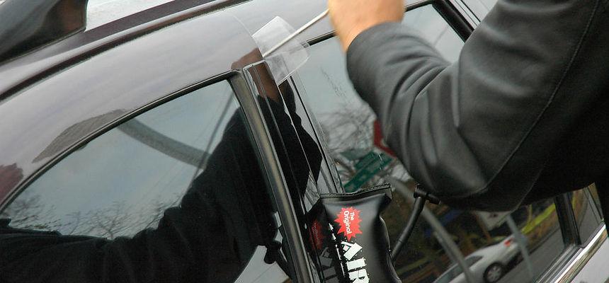 Locked My Keys In My Car >> I Locked My Keys In The Car I Need Help To Unlock The Car Faris