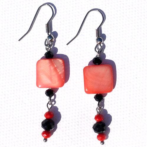 Boucles d'oreilles longue carré nacre rouge et cristal