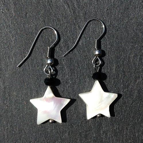 Boucles d'oreilles étoile nacre blanche et cristal
