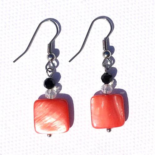 Boucles d'oreille carré nacre rouge et cristal