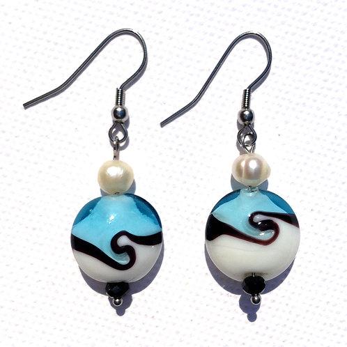 Boucles d'oreilles palet bleu, blanc et perles