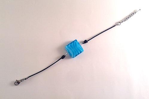 Bracelet  perle de verre artisanal carré bleu et cordon noir