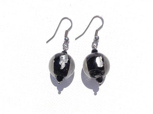 Boucles d'oreilles boule noire avec feuilles d'argent et cristal