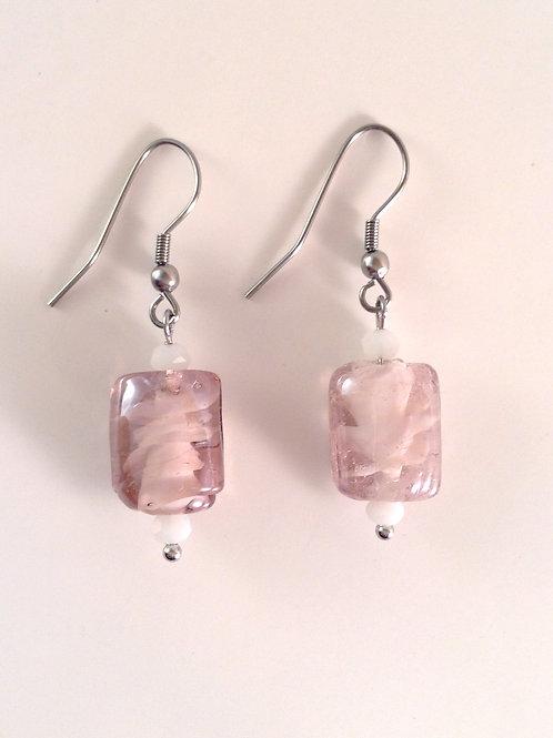 Boucles d'oreilles en verre artisanal rectangulaire de couleur parme