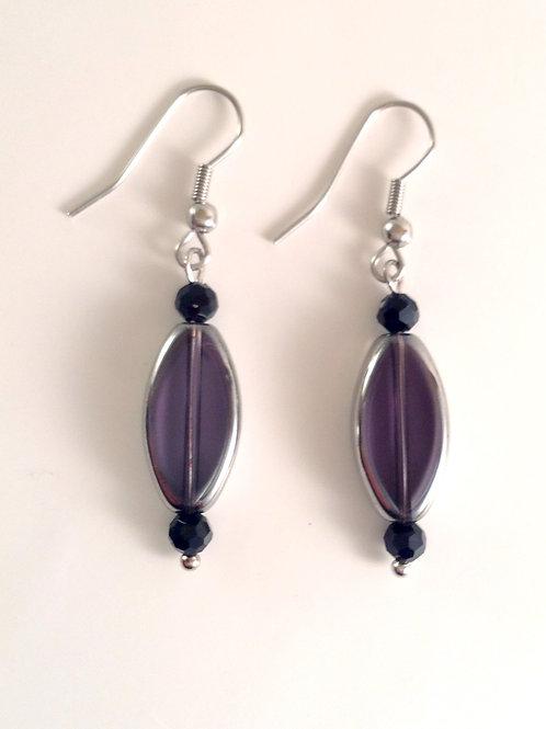Boucles d'oreilles navette violette et cristal